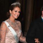 2016年スウェーデン国王主催晩餐会での王妃、王女のドレス