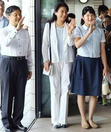 マロママ 皇室ブログ 佳子さま、信子さまと久子さまは一緒に花の展覧会を鑑賞・1月26日日本馬術連盟表彰式で着られた華子さまのお着物など