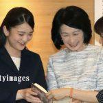 紀子さまと眞子さま2人で児童書の展示会へ、母娘仲が改善されたようです、小室親子に解決金一億?!