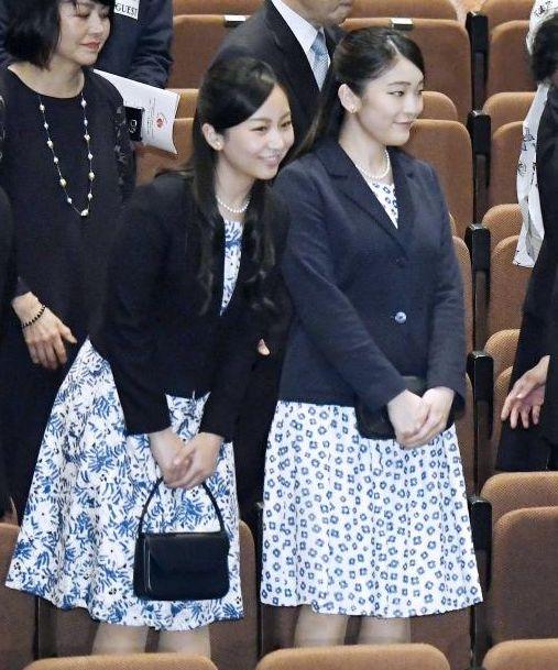 小山さんは2009年に行われた天皇陛下の在位20年記念式典で演奏。 皇后さまは15年にも、小山さんのデビュー30周年記念コンサートに出掛けたことがある。