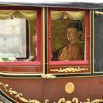 天皇陛下伊勢神宮外宮ご参拝 雨降りで雅子さまはオープンカー止め御料車での移動