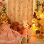 ピンクの花のチュールレースにパールを沢山縫い付けたドレス