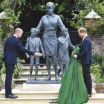 ダイアナ元妃銅像除幕式 ウィリアム王子とヘンリー王子が出席